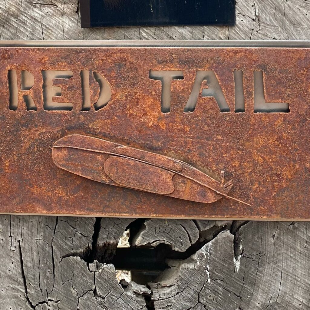 Red Tail Resort – Sign